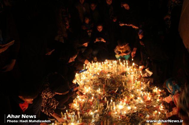 مراسم شمع سوزان در اهر به مناسبت شام غریبان امام حسین (ع)