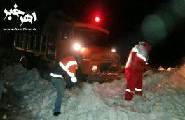 امداد رسانی به ۲۰۰ خودرو گرفتار در برف و کولاک جاده اهر – کلیبر