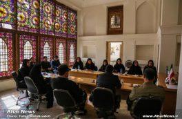 جلسه هم اندیشی رئیس میراث فرهنگی اهر با هنرمندان