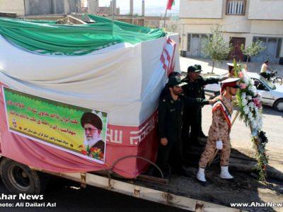عملیات انتقال مزار شهید خانش احمدزاده لامان از آرامستان متروکه بهرآم آباد به گلزار شهدا