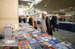 بازدید امام جمعه اهر از نمایشگاه کتاب و مطبوعات استان آذربایجان شرقی