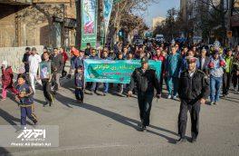 همایش بزرگ پیاده روی خانوادگی به مناسبت هفته بسیج در اهر