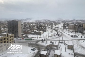 بارش نخستین برف زمستانی در آذربایجان شرقی / جاده های استان لغزنده است
