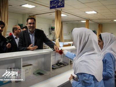 حضور فرماندار و شهردار اهر در بیمارستان این شهرستان و دیدار با پرستاران به مناسبت روز پرستار