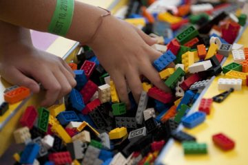 بازی درمانی و نقش آن در درمان کودکان اوتسیم