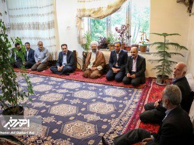 دیدار امام جمعه و فرماندار شهرستان اهر با خانواده شهدا در روستای خونیق