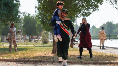 حمله تروریستی به رژه نیروهای مسلح در اهواز با بیش از ۲۰ شهید و ۶۰ مجروح
