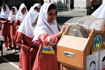 جشن عاطفه ها همزمان با سراسر کشور در مدارس اهر برگزار شد