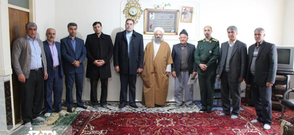 دیدار مسئولان شهرستان اهر با خانواده های شهدا به مناسبت نیمه شعبان و هفته سربازان گمنام امام زمان (عج)
