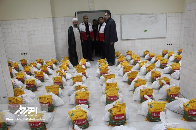 توزیع ۱۲۵۰ بسته غذایی در قالب طرح همای رحمت بین نیازمندان شهرستان های اهر و هوراند