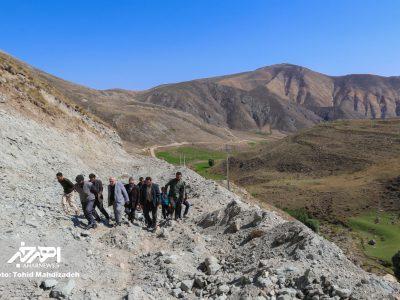 بازدید نماینده اهر و هریس در مجلس از جاده مسدود شده روستای سراجه لو و دیدار با اهالی روستا