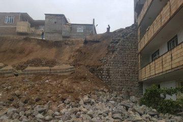 دیوار سنگی ۶ میلیارد ریالی شهرداری اهر فرو ریخت