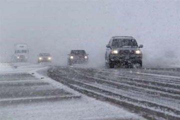 بارش برف جاده های آذربایجان شرقی را لغزنده کرد