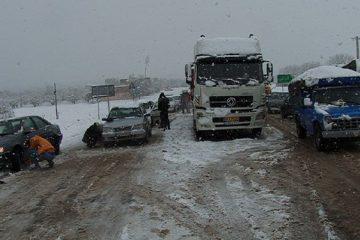 امداد رسانی هلال احمر به ۵۶ نفر گرفتار در برف و کولاک آذربایجان شرقی