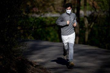 استفاده از ماسک حین فعالیت های ورزشی شدید موجب بروز مشکلات تنفسی می شود