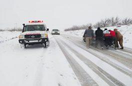 راهداران آذربایجان شرقی به ۴۰۰ خودرو گرفتار در کولاک امدادرسانی کردند