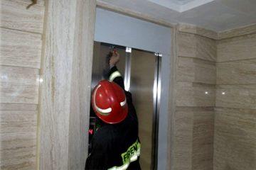 گرفتار شدن ۱۰۰ نفر در آسانسور طی ۲۴ ساعت در تبریز