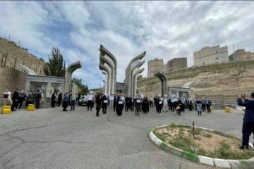 تجمع اعتراضی اساتید دانشگاه های آزاد استان/ درهای دانشگاه به روی اساتید بسته شد!
