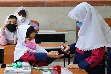 معلم ها واکسن بزنند، مدارس از مهر حضوری می شود