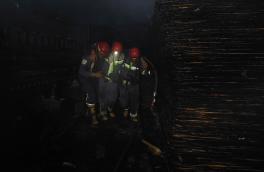 پنج آتش نشان در آتش سوزی یک واحد تولیدی در اهر مصدوم شدند